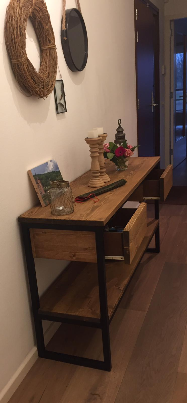 Side Table Donker Hout.Sidetable Bij Gerrit